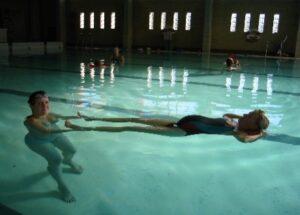 Bækkensmerter - Bækkenløsning - træningsøvelser i varmt vand - Isis Klinikken